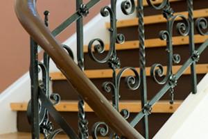 Treppenaufarbeitung schleifen und lackieren Frankfurt Nordend